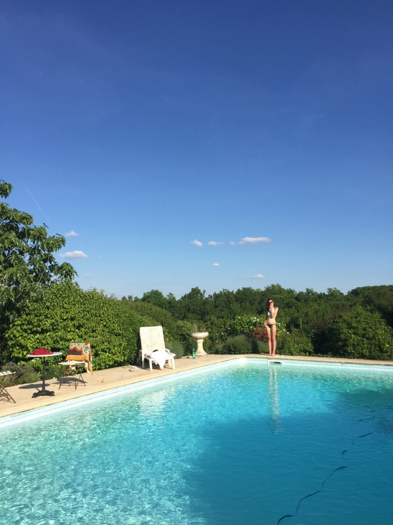 Free accommodation while house sitting in France